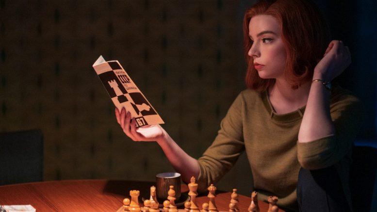 La regina degli scacchi: quanto c'è di vero nella miniserie? Tutte le analogie e le inesattezze con la realtà, errori e analogie
