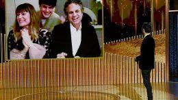 Mark Ruffalo in Un volto, due destini è la sorpresa dei Golden Globe 2021: come l'attore ha ottenuto il premio
