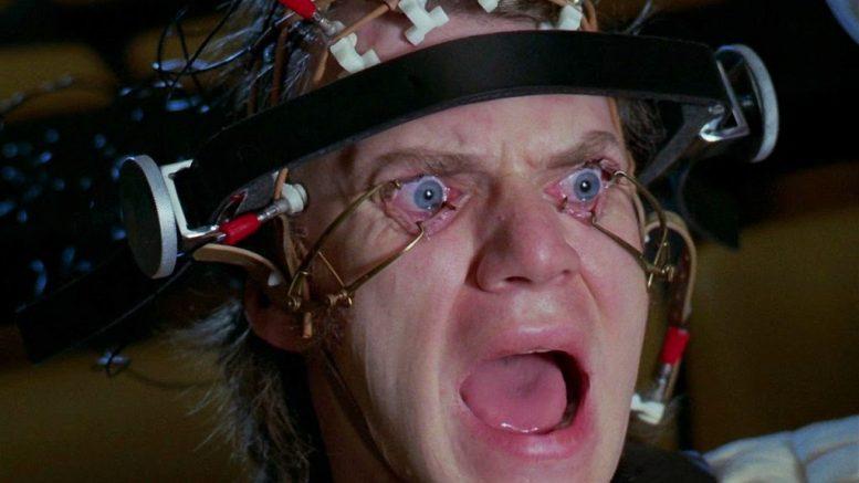 """Arancia Meccanica, Malcolm McDowell: """"La scena della cura Ludovico mi ha lesionato la retina"""""""
